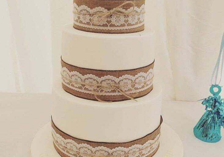 White and Hessian Cake